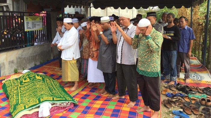 Sejumlah Artis Aceh Melayat ke Rumah Mando Gapi