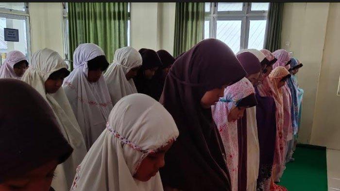 Siswa Mtsn 3 Di Aceh Barat Shalat Ghaib Untuk Alhmarhun Presiden Ketiga Ri Bj Habibie Serambi Indonesia