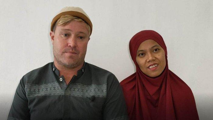 Shaun Leon Streeter bersama istri Kiki Wulandari