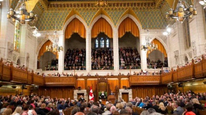 Cangkir Kopi untuk Air Kopi, Tetapi Tidak Bagi Anggota Parlemen Kanada, Tempat Buang Air Kecil