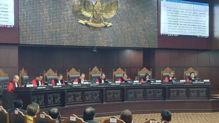 SEDANG BERLANGSUNG Live Streaming Sidang Putusan MK: Ini 15 Poin Gugatan Prabowo-Sandiaga