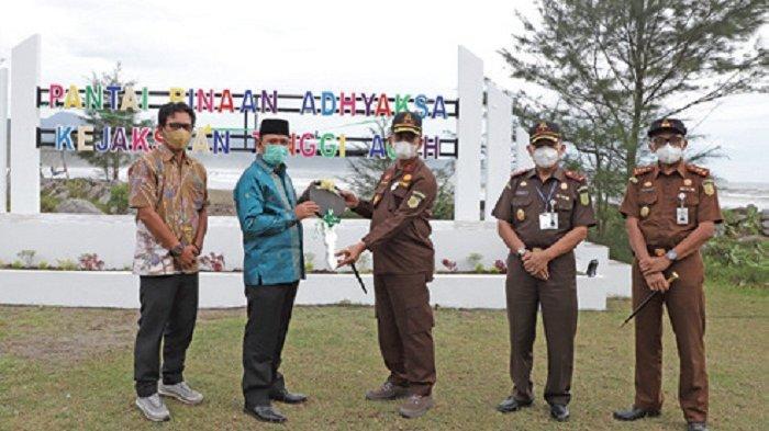 Pemkab Aceh Besar Terima Satu Dumtruk Hasil Sitaan untuk Operasional Sampah