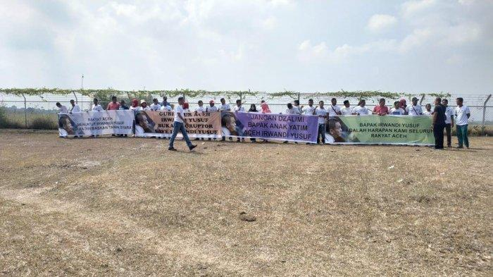 Simpatisan Irwandi Yusuf Sempat Gelar Demo di Bandara Malikussaleh Jelang Jokowi Tiba