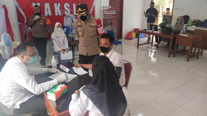 Ratusan Siswa SMAN 1 Tapaktuan Ikuti Vaksinasi Massal Presisi, Ini Kata Kapolres Aceh Selatan