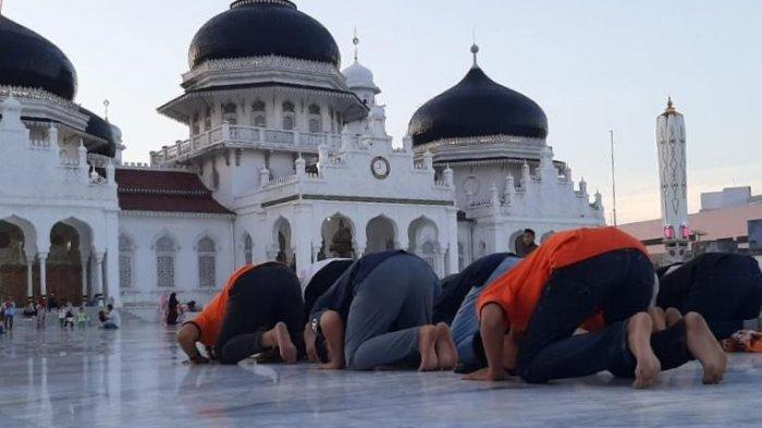 Persiraja Promosi ke Liga 1 2020, Suporter Sujud Syukur di Masjid RayaBaiturrahman Banda Aceh
