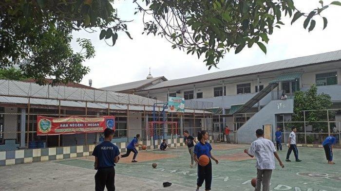 Orang Tua Siswa Protes Harga Atribut Sekolah Kemahalan, Humas SMA Negeri 7 Medan: Bisa Dicicil