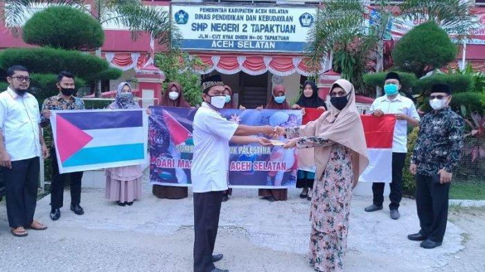 Siswa Dan Guru Smpn 2 Tapaktuan Bantu Palestina Sumbangan Diserahkan Melalui Lazismu Tapaktuan Serambi Indonesia