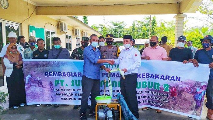PT SPS 2 Sosialisasikan Karhutla dan Bagikan Alat Pemadam Kebakaran