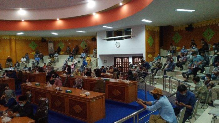 Paripurna Molor 90 Menit, Anggota DPRK Aceh Tamiang Disambut 'Standing Applause', Ini Kata Suprianto