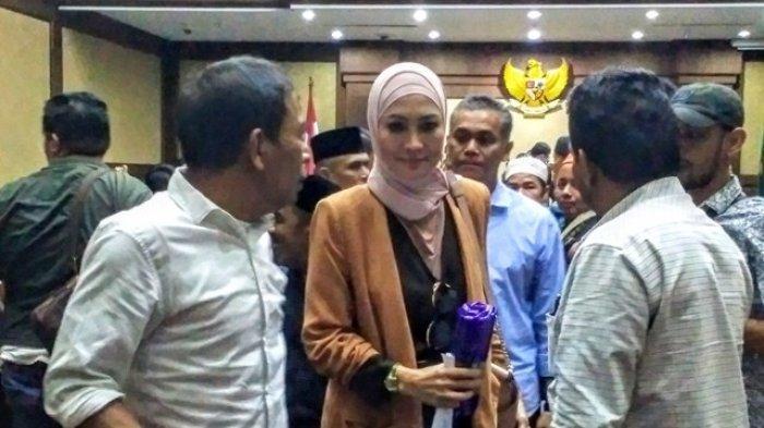 Irwandi Keburu Ditangkap KPK, Steffy Burase Batal Menikah dengan Gubernur Nonaktif Aceh