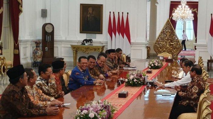 Jokowi Bungkam Lagi Ditanya Perppu KPK, Ketua dan Wakil Ketua MPR Minta Wartawan Tanya Masalah Lain