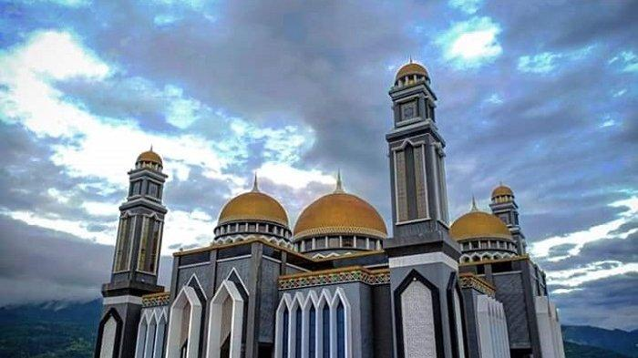 Masjid Agung At-Taqwa Kutacane Shalat Tarawih Terapkan Protkes Covid-19