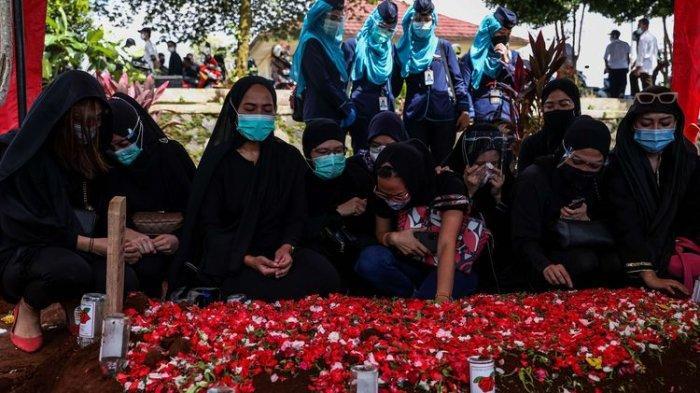 Isti Yudha Prastika Pramugari Korban Sriwijaya Air Telah Dimakamkan, Isak Tangis Keluarga Pecah