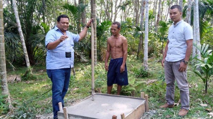 Warga Aceh Tamiang Tutup Sumur Tambang Minyak Tradisional Pakai Semen