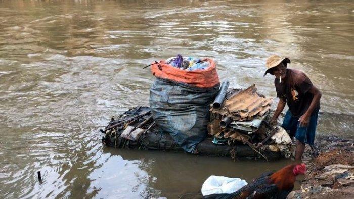Kisah Kakek Miskin, Setiap Hari Berenang di Sungai Cari Rongsokan, Sempat Temukan Emas dan Mayat