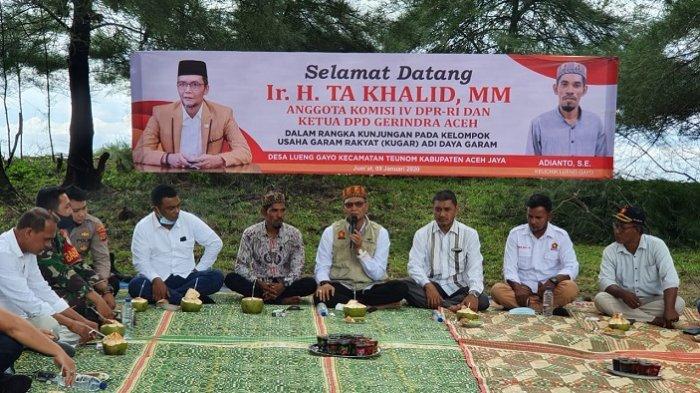 TA Khalid Kunjungi Petani Garam Tradisional di Aceh Jaya
