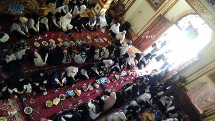 Ratusan Pegawai Pemkab Bireuen Takziah di Rumah Almarhum Bupati H Saifannur