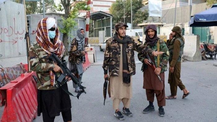 Pasukan Taliban Penggal Kepala Tentara Afghanistan, Merayakan Sambil Memuji Pemimpin Mereka