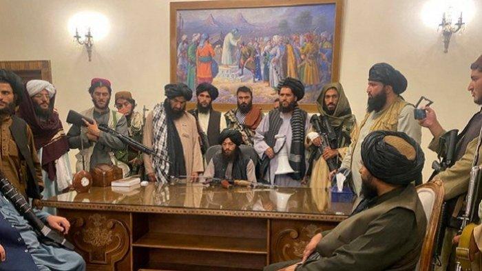 Pemimpin Taliban Berkelahi di Istana Kepresidenan Kabul, Pimpinan Taliban Lari ke Kandahar