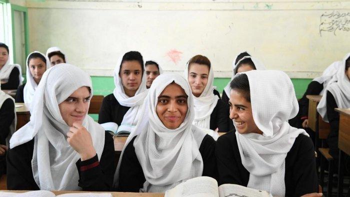 Taliban Mulai Izinkan Anak Perempuan Afghanistan Kembali Ke Sekolah