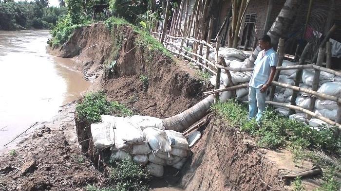 Tanggul Baru tak Mampu Cegah Banjir
