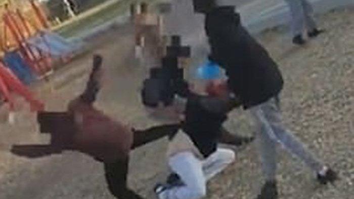 Sekelompok Bocah Keroyok Seorang Ibu dengan Brutal di Taman karena Tak Terima Ditegur