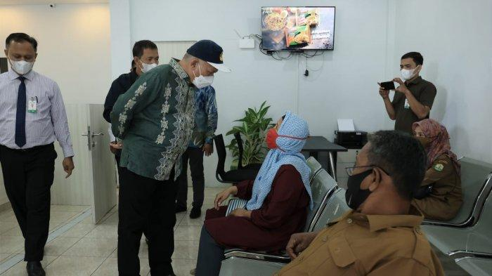 Taqwallah Meninjau kantor Bank Aceh Cabang  pembantu