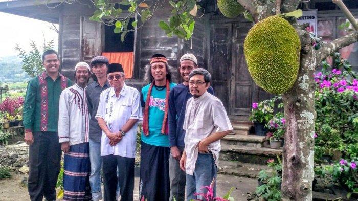 Dari Kaki Singgalang dan Merapi Taufiq Ismail Membangun Rumah Puisi