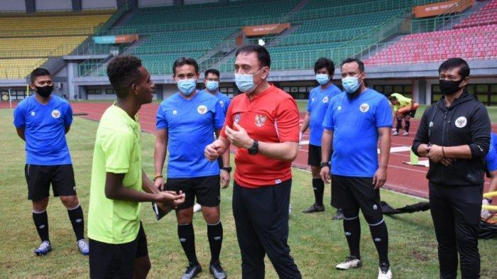 Tinjau TC Timnas U-16 Indonesia di Stadion Patriot, Ketua Umum PSSI Semangati Pemain