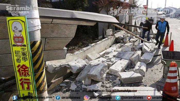 FOTO - Kondisi Terkini Fukushima Jepang, Setelah Diguncang Gempa Berkekuatan 7.1 Magnitudo - tembok-yang-rubuh-akibat-gempa.jpg