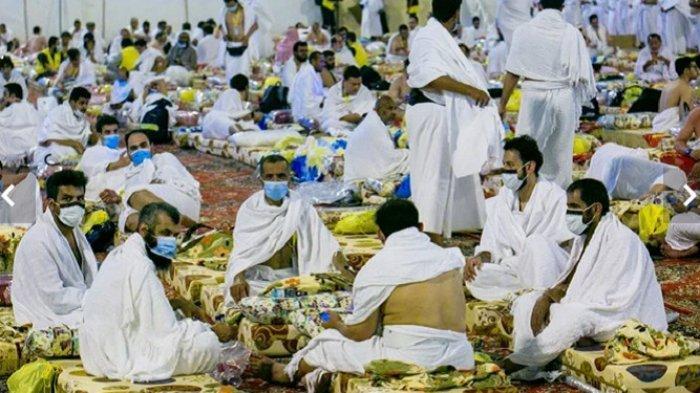 Tempat Tidur Perkemahan Gratis Beri Kenyamanan bagi Jamaah Haji Seusai Beribadah Seharian Penuh
