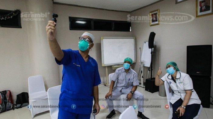 FOTO - Vaksinasi Tahap Pertama Untuk Tenaga Kesehatan Dimulai - tenaga-kesehatan-menunggu-hasil-hasil-usai-mendapat-vaksinasi-covid-19-1.jpg