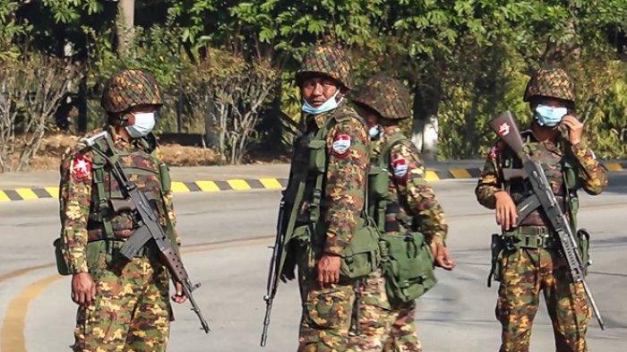 FOTO - Kondisi Terkini Kudeta Militer di Myanmar - tentara-berjaga-di-jalan-di-naypy-idaw-2.jpg