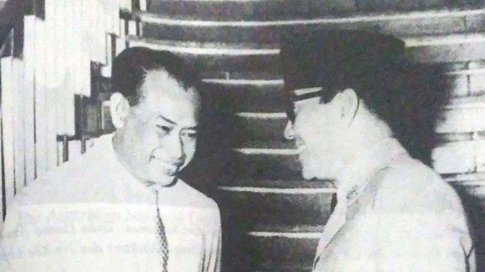 Teuku Hamid Azwar bersama Presiden RI Soekarno.