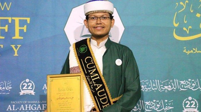Putra Aceh Raih Predikat Cum Laude di Kota 'Seribu Wali'