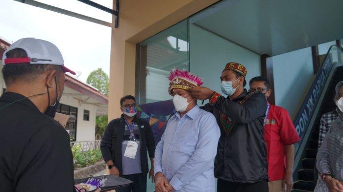 Tiba di Papua, Sekda Aceh Taqwallah Disambut dengan Topi Kehormatan