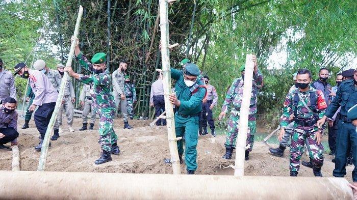 Larang Tradisi 'Teut Bude Trieng', Polisi Sita 1 Truk Meriam Bambu,Pipa Besi & Drum Turut Diamankan