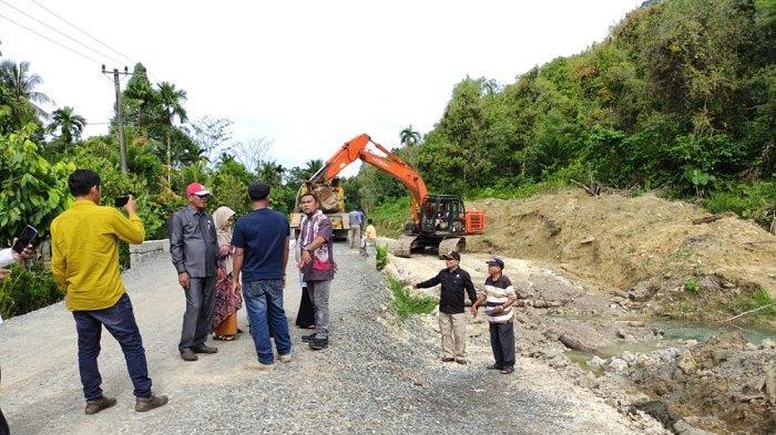 Tim Pansus DPRK Simeulue: Pembangunan Jalan Multiyears Diduga Gunakan Material Campuran