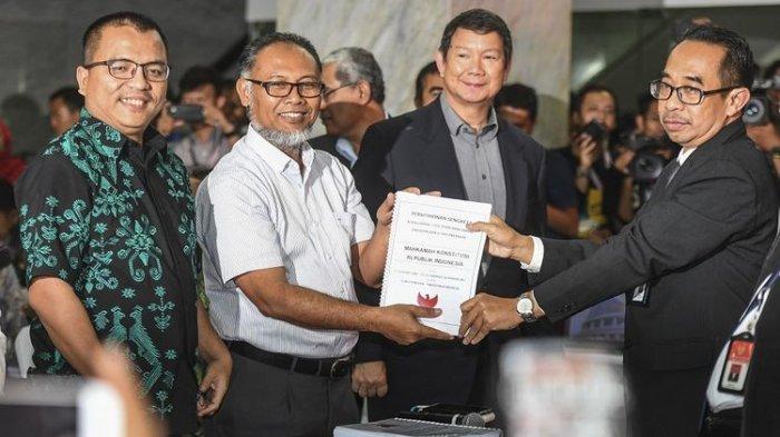 Resmi, Tim Pengacara BPN Prabowo-Sandi Serahkan Permohonan Gugatan Hasil Pilpres 2019 ke MK