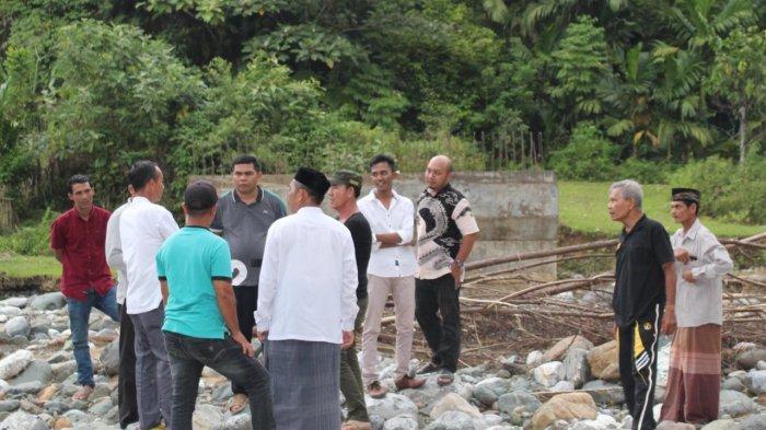 Anggota DPRA Tinjau Proyek Jembatan di Sawang