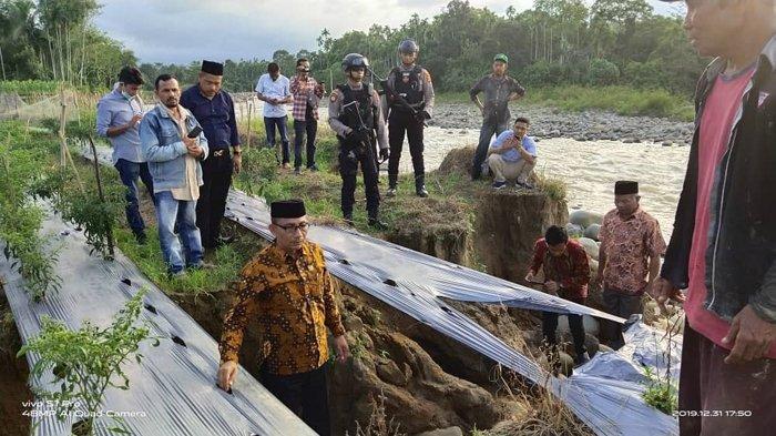 'Intip' Aktivitas Lokasi Galian C di Sawang, Haji Uma Lewati Jalan Berlumpur dan Bebatuan
