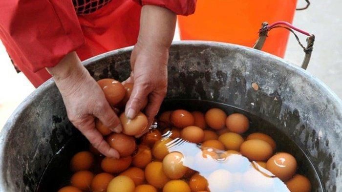 Telur Rebus Perjaka, Makanan Favorit Warga Dongyang yang Diolah Pakai Air Kencing Bocah Laki-laki
