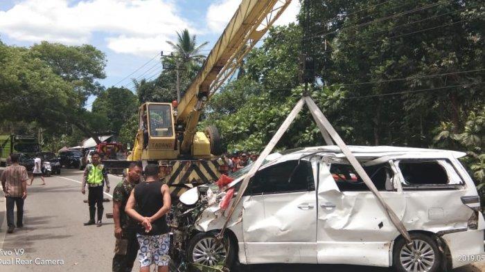 Toyota Alphard Terjun ke Sungai Keumireu Aceh Besar, Penumpang Patah Tangan