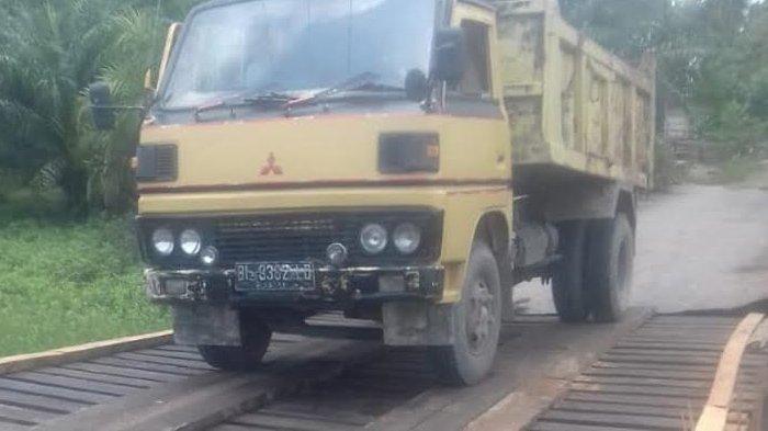 Sempat Ambruk, Jembatan Rangka Besi di Peulante Sudah dapat Dilintasi Kendaraan