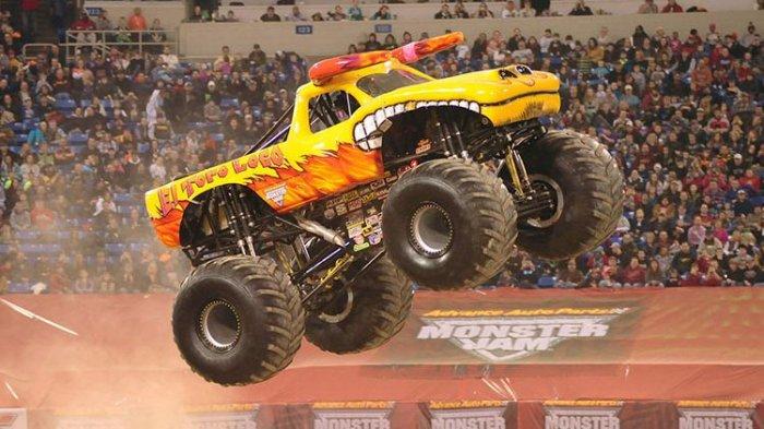 Ini Dia Truk Monster Setinggi 4 Meter, Untuk Jadi Pengemudi Harus Lulus di Monster Jam University