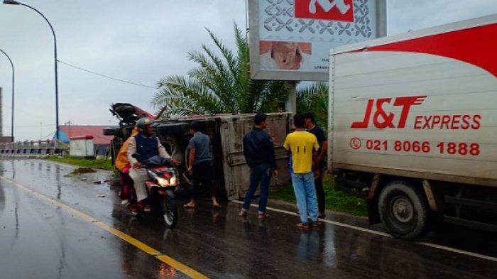 Tabrak Pembatas Jalan, Mobil Box Kecelakaan Tunggal di Langsa Timur, Sopir dan Kernet Luka Parah