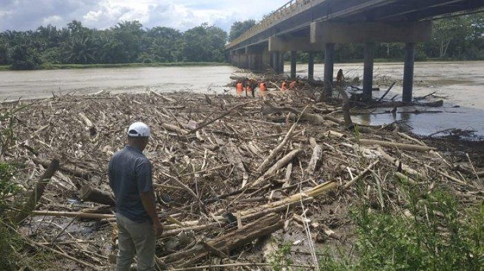 Jembatan Rantau Tamiang Dikhawatirkan Roboh