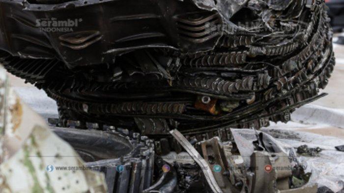 FOTO - Petugas KNKT Periksa Temuan Turbin dan Serpihan Pesawat Sriwijaya Air SJ 182 - turbin-1.jpg