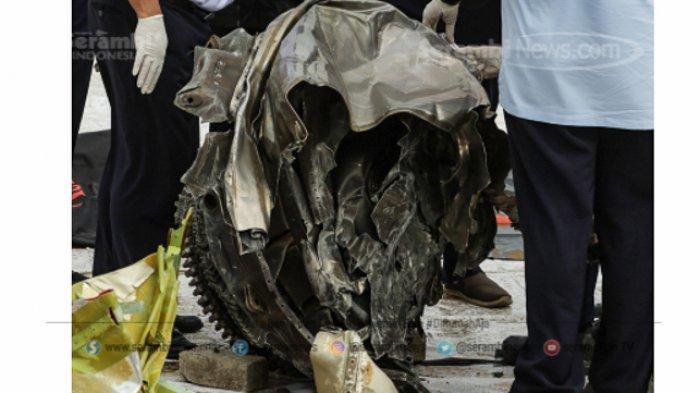 FOTO - Petugas KNKT Periksa Temuan Turbin dan Serpihan Pesawat Sriwijaya Air SJ 182 - turbin-2.jpg
