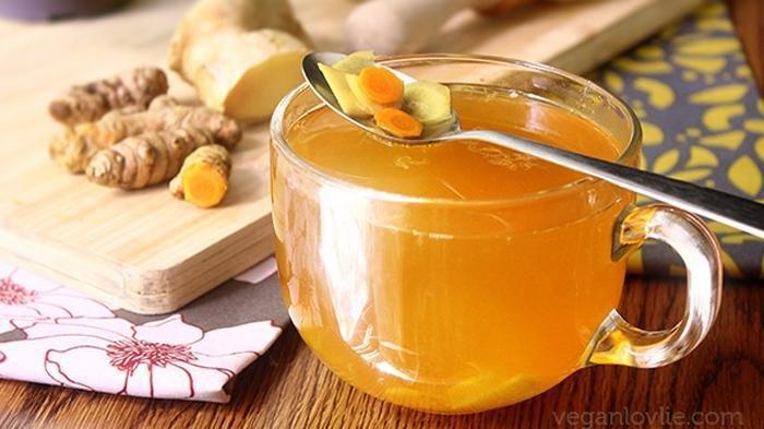 Turmeric Tea atau teh kunyit.